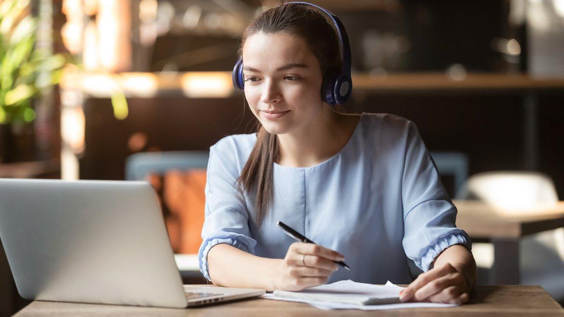 Seminar Online Frau Lernen Meeting